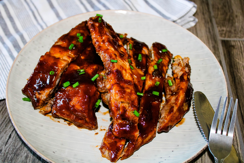 garnished ribs plate