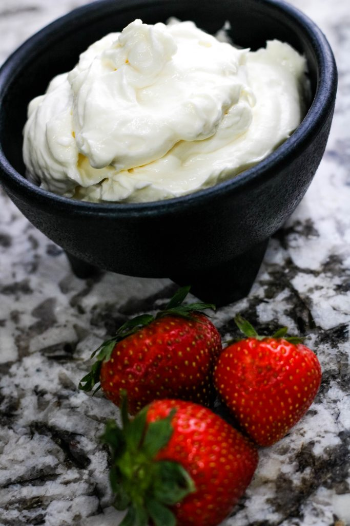 marshmallow cream cheese with strawberries