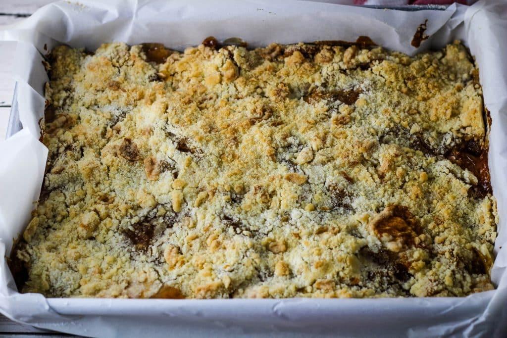 baking pan of apple crumble