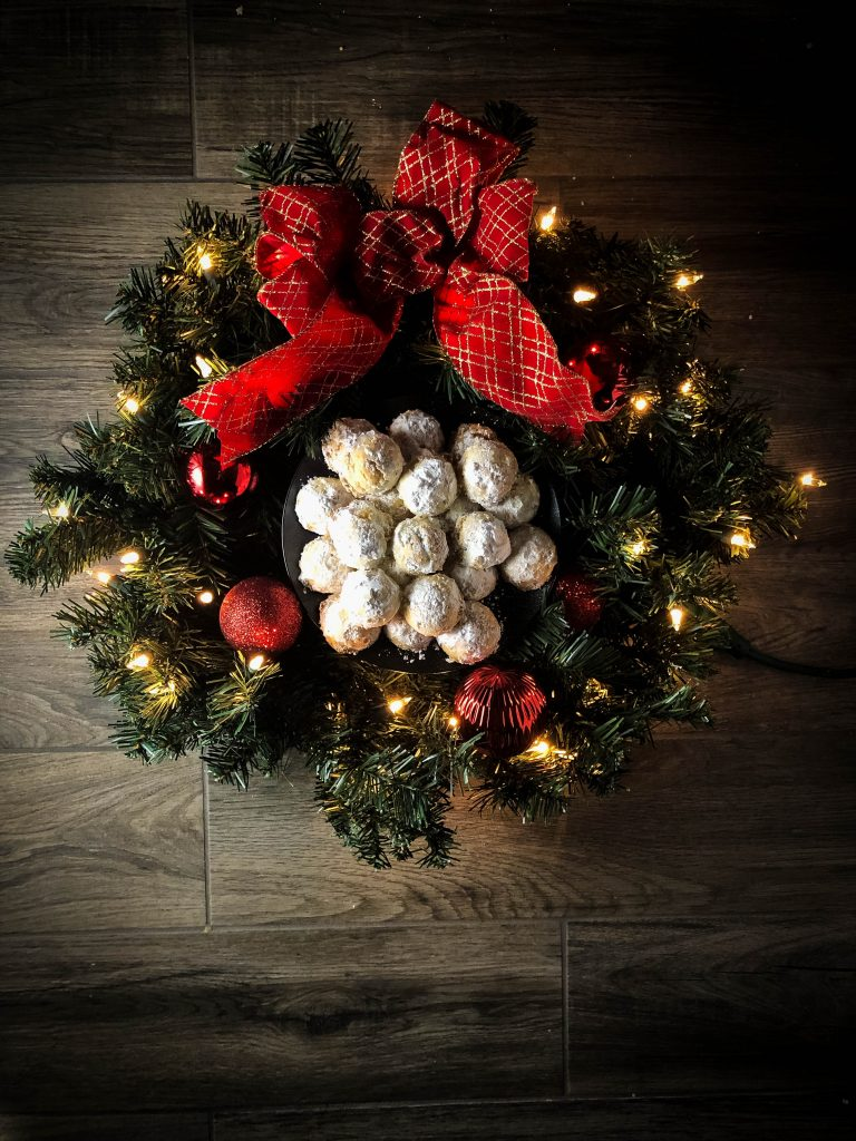 christmas wreath with snowball cookies
