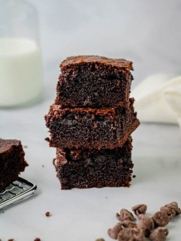 3 stacked mochi brownies