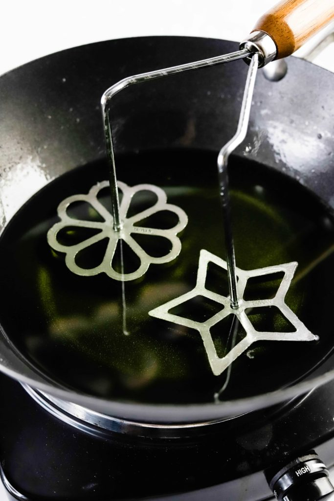 chinese pretzel irons in oil